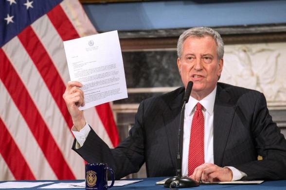 Thị trưởng New York trách ông Trump 'chẳng động ngón tay' giúp đỡ quê nhà trước dịch COVID-19
