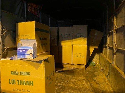 Công an Hà Nội bắt quả tang xe tải chở hơn 50.000 khẩu trang lậu trong đêm