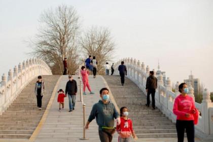 Số ca nhiễm COVID-19 'nhập khẩu' tăng gấp đôi ở Trung Quốc đại lục