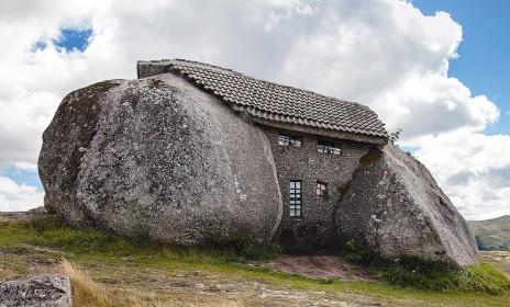 7 tòa nhà tạc từ đá ngoạn mục nhất thế giới