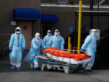Sau ngày chết chóc, Mỹ tăng biện pháp chống dịch Covid-19