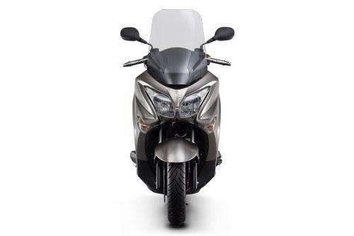 Xe ga 200 phân khối, phanh ABS, giá cao hơn Honda SH