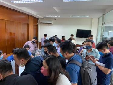 Hải Phòng: Hàng trăm doanh nghiệp vận tải chen lấn xin 'giấy thông hành'