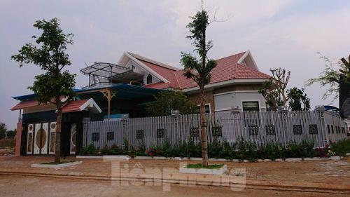 Xây biệt thự trên đất nông nghiệp ở Đắk Lắk: Bị xử phạt vẫn thi công rầm rộ
