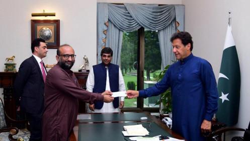 Nhận tiền quyên góp từ người nhiễm Covid-19, thủ tướng Pakistan phải xét nghiệm