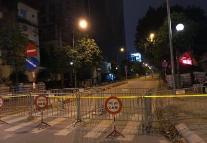 """Hà Nội phong tỏa đường Trần Phú, chuẩn bị """"cắt ngọn"""" nhà 8B Lê Trực"""