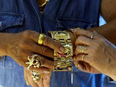 Giá vàng ngày 29/4: Vàng nguyên liệu thấp hơn thế giới 2 triệu đồng/lượng