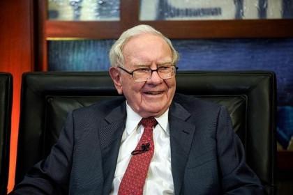 Warren Buffett hỏi 'ứng dụng là gì' khi được Tim Cook dạy cách dùng iPhone
