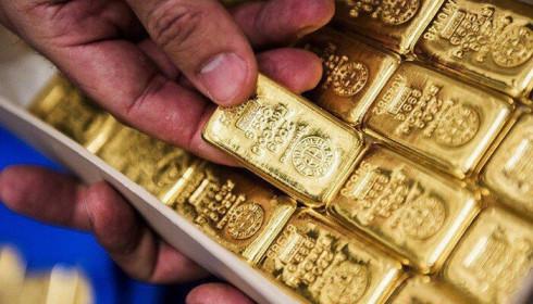 Giá vàng thế giới rơi khỏi đỉnh cao nhất 8 năm qua