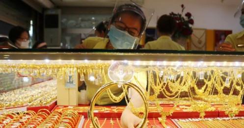 Vàng thế giới vượt 49 triệu đồng/lượng, trong nước tăng chậm