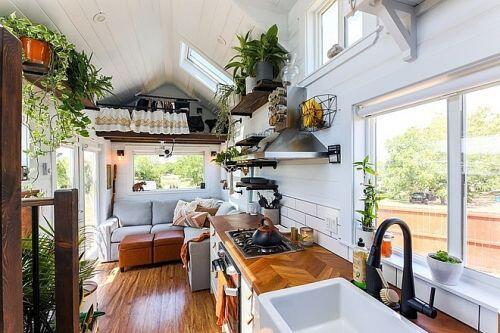 Ngôi nhà trên xe di động giá 80.000 USD, tích hợp phòng tắm hơi