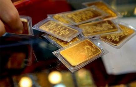Giá vàng đồng loạt giảm, USD bật tăng