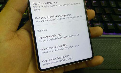 """Bphone B86 của ông Quảng """"nổ"""" không có hệ điều hành Android """"xịn""""?"""
