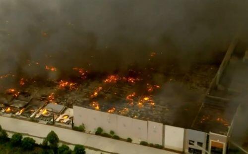 Cháy kho hàng khổng lồ 1,1 triệu m2 của Amazon ở Mỹ