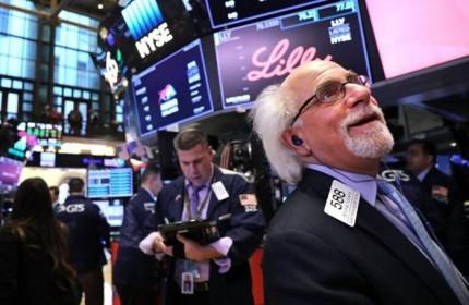 Dow Jones đảo chiều tăng sau động thái của FED, Morgan Stanley tin vào mô hình phục hồi chữ 'V'