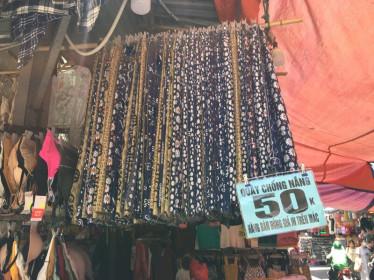 """Bát nháo thị trường áo chống nắng giá rẻ... người mua coi chừng """"ngậm quả đắng"""""""