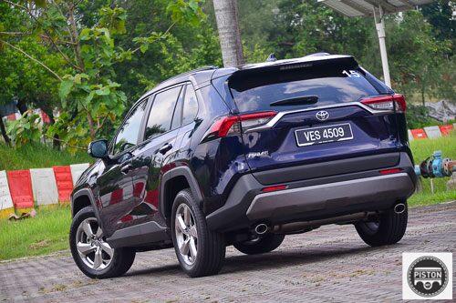 SUV Toyota đẹp long lanh, giá hơn 1,1 tỷ đồng, cạnh tranh với Honda CR-V, Mazda CX-5