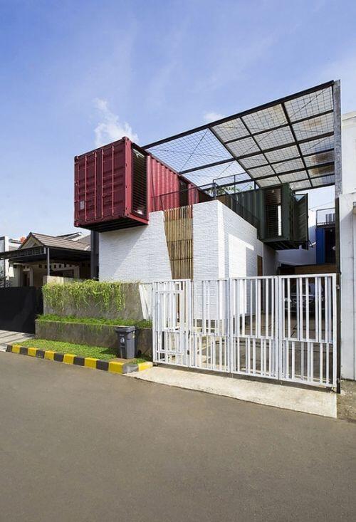 Biệt thự không móng làm từ 4 chiếc container độc đáo ở Indonesia