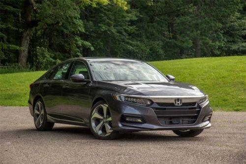 So sánh Toyota Camry với Honda Accord