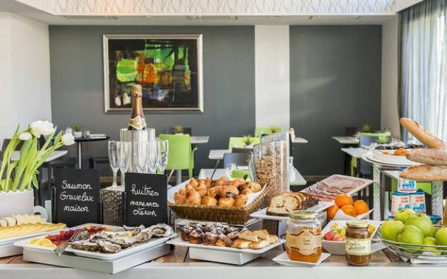 Tại sao khách sạn thường phục vụ buffet sáng miễn phí cho khách thuê phòng?