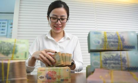 Ngân hàng hạ lãi suất kích cầu tín dụng