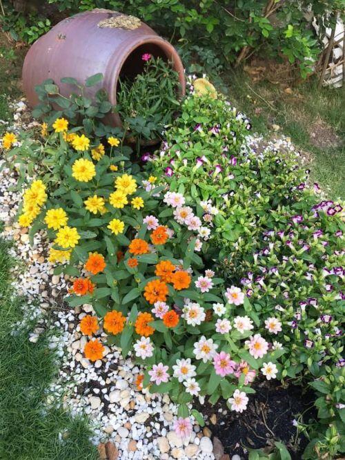 Ngắm ngôi biệt thự tràn ngập sắc hoa của ca sĩ Vy Oanh
