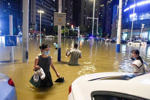 Trung Quốc dồn sức ứng phó lũ