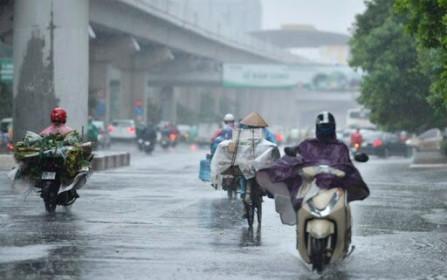 Thời tiết hôm nay 5/7: Hà Nội và các tỉnh miền Bắc tiếp tục mưa dông, miền Trung nắng nóng trở lại