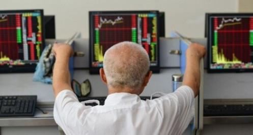 Giá dầu trượt nhẹ, chứng khoán Trung Quốc giữ sóng tăng