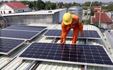 """Tháo gỡ """"nút thắt"""" để phát triển các nguồn năng lượng tái tạo"""
