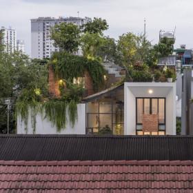 """Xanh mát """"đã đời"""" công viên trên sân thượng nhà phố Sài thành"""