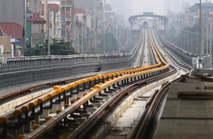 Chuyên gia lo lắng những yếu tố quyết định cho tăng trưởng Việt Nam như chính sách tài khoá và tiền tệ còn rất ít dư địa trong khi đầu tư công còn chậm ở nhiều địa phương.