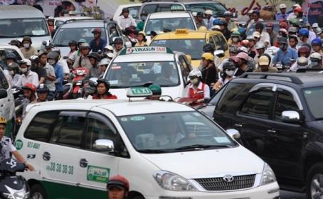 """Thị trường taxi: Truyền thống """"giậm chân"""", công nghệ """"đổi mình"""""""