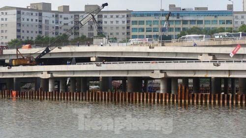 Cận cảnh cầu vượt hồ 314 tỷ đồng sắp hoàn thành ở Hà Nội