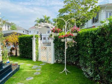 """Căn biệt thự có khu vườn """"hoa nở suốt 4 mùa"""" đẹp tuyệt ở Sài Gòn"""