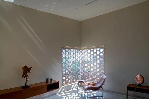 Nhà 2 tầng lấy ý tưởng từ những viên kim cương
