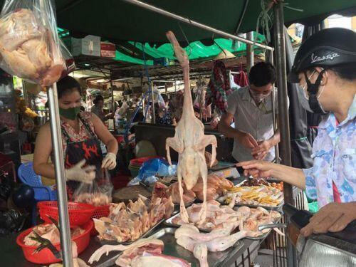 Gà ngoại có dấu hiệu phá giá tràn vào Việt Nam