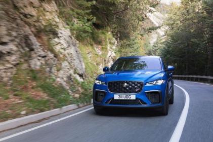 Jaguar F-Pace SVR 2021 nhanh hơn, sang trọng hơn