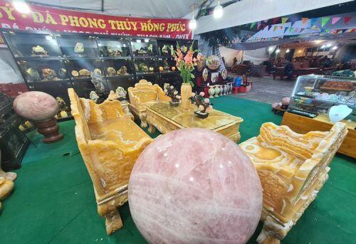 """Choáng ngợp bộ bàn ghế ngọc Hoàng Long """"đại hạ giá"""" 1,2 tỷ ở Hà Nội"""