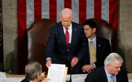 Đúng ngày này 4 năm trước, ông Biden chủ trì gọi tên ông Trump là tổng thống