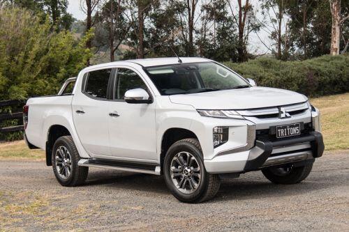 Top 10 xe bán tải cỡ trung tốt nhất trên thị trường: Mitsubishi Triton đầu bảng