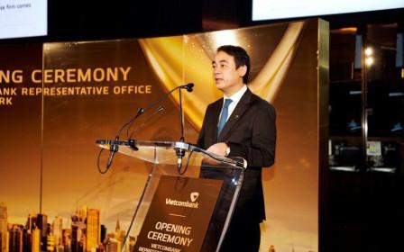 """VietcomBank """"gây sốt"""" trên sàn, Chủ tịch Nghiêm Xuân Thành """"khoe"""" gì?"""