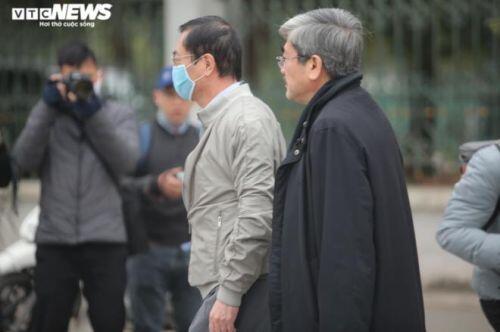 Hình ảnh cựu Bộ trưởng Vũ Huy Hoàng đến phiên tòa xét xử sáng nay