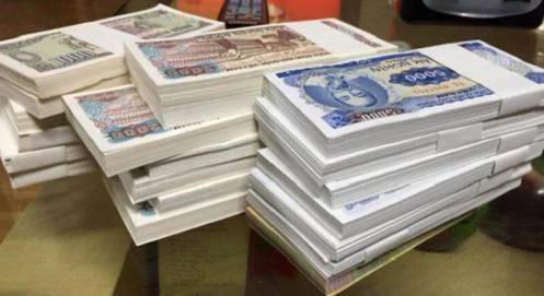 Dịch vụ đổi tiền lẻ sôi động trước Tết Nguyên đán