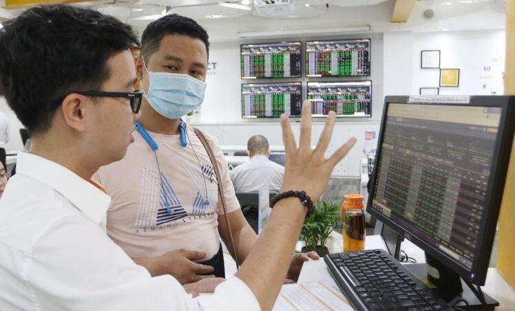 Thị trường chứng khoán: Thời tới, cản không kịp