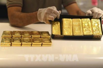 Giá vàng châu Á hạ nhẹ chờ kết quả cuộc họp của Fed