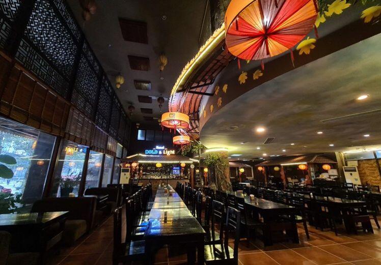 Hà Nội: Nhà hàng, quán nhậu vắng teo... treo biển nghỉ Tết sớm vì COVID-19