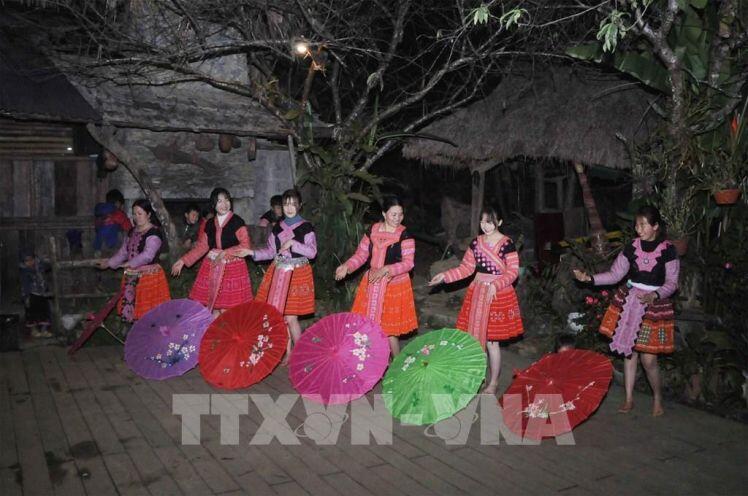 Chàng trai dân tộc Mông tiên phong phát triển du lịch cộng đồng ở vùng cao Sơn La