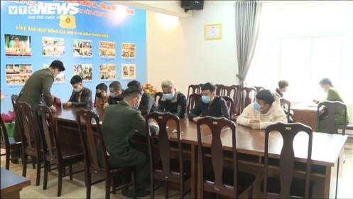 Bắt 13 người trong đường dây lừa đảo, đánh bạc qua mạng quy mô lớn ở Huế