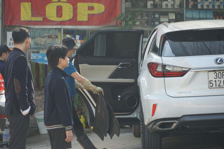30 Tết, hàng rửa xe hoạt động hết công suất... kiếm tiền khủng